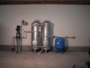 korrekt opstilling af vandfilter med pumpe og hydroforanlæg